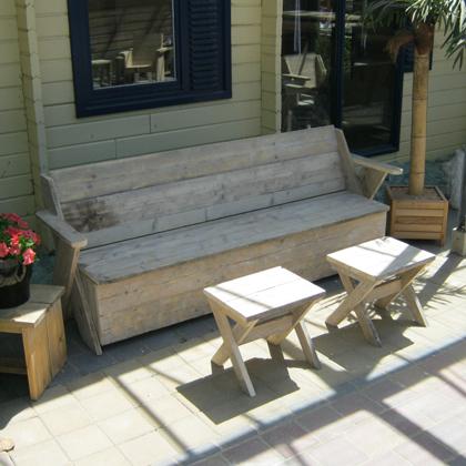 bauholz bank 39 saal 39. Black Bedroom Furniture Sets. Home Design Ideas